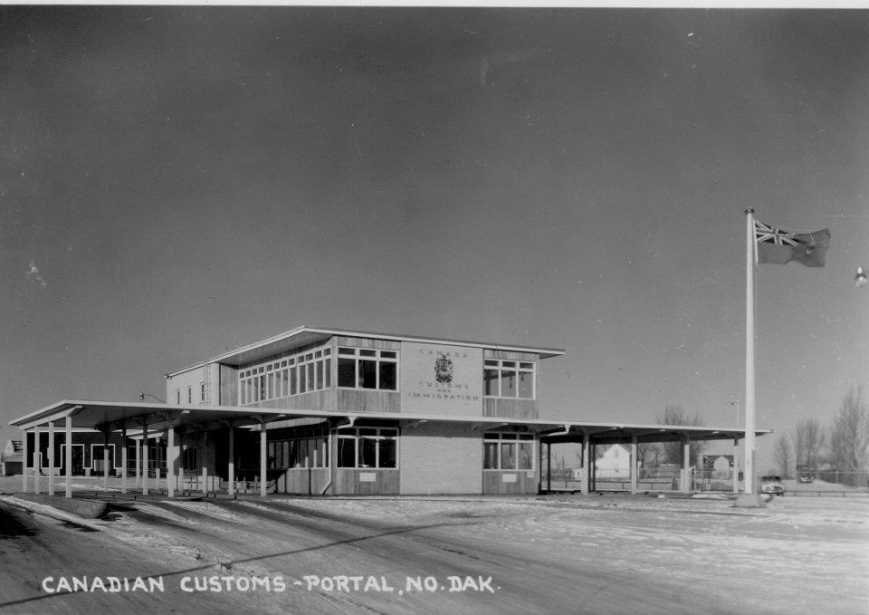 Coutts saskatchewan twin customs immigration facilities at north portal galt historic - Bureau immigration canada ...
