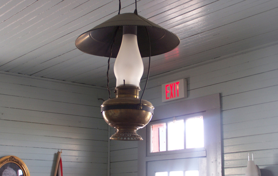 07.jpg - An historic lamp