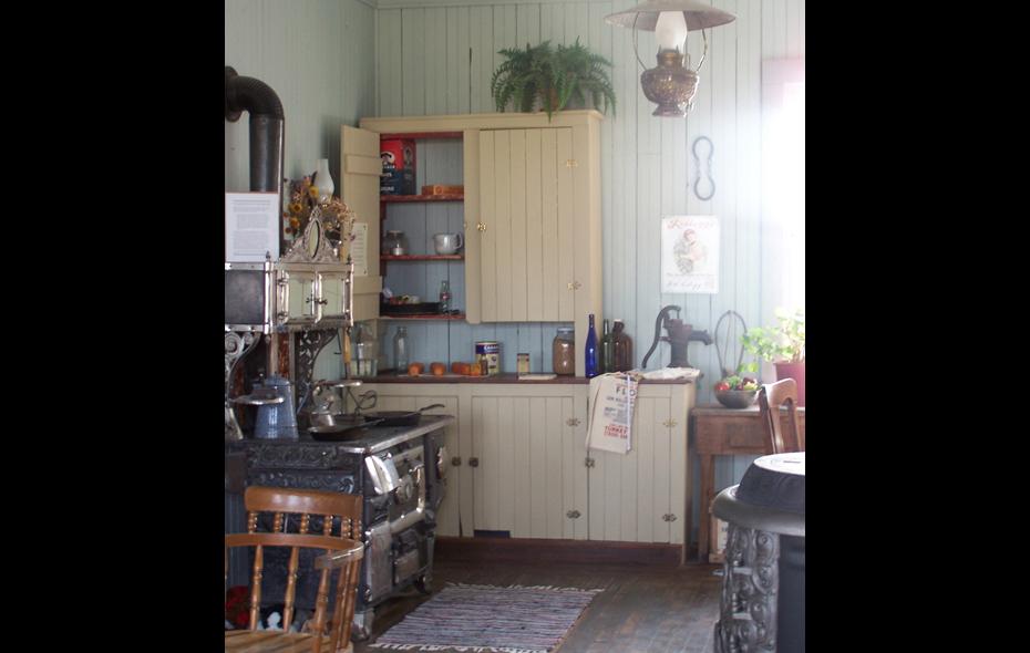09.jpg - Waiting Room Kitchen