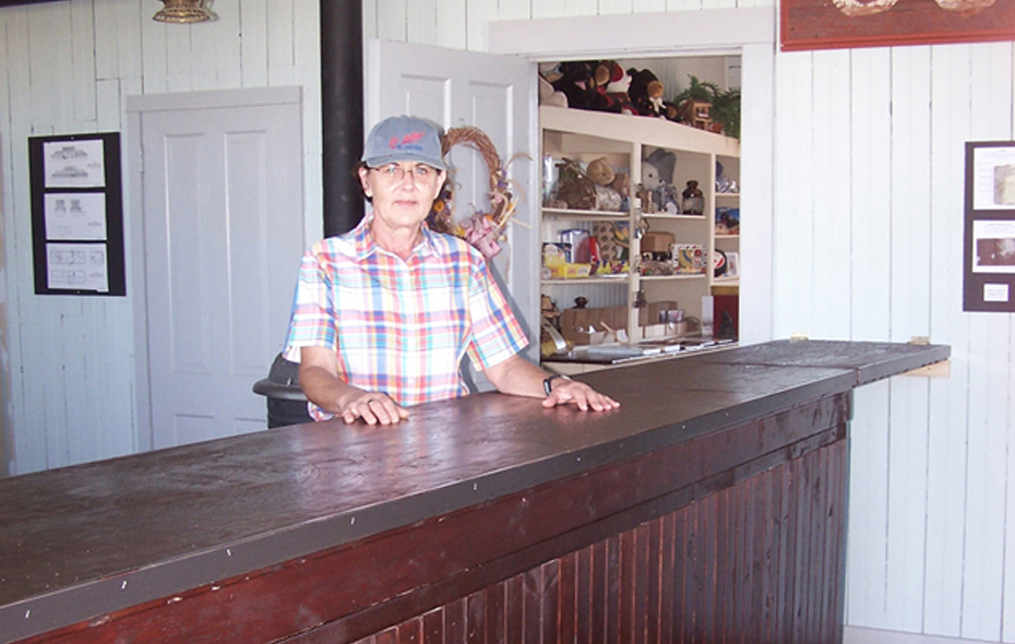 10.jpg - Marian Hillen manning the counter!