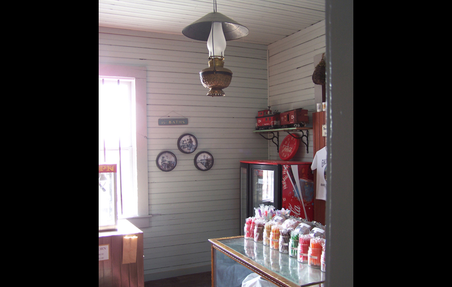 19.jpg - Our Gift Shop!